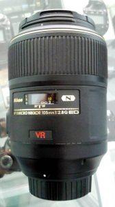lensa nikon 105mm f/2.8 VR