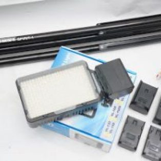 Jual LED video light + light stand + batrai + charger