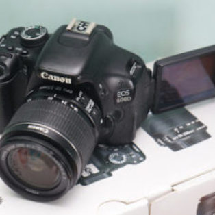 Jual Canon EOS 600D + Kit Bekasz